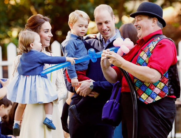 Britain's Prince William (2nd R), Catherine, Duchess of Cambridge (2nd L), Prince George and Princess Charlotte (L) watch as a man inflates balloons at a children's party at Government House in Victoria, Thursday, September 29, 2016. THE CANADIAN PRESS/POOL-Chris Wattie