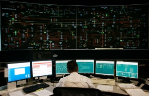 An operator works in the control room at the Independent Electricity System Operator facility in Mississauga, Ont Thursday Oct. 6,2005. (CP PHOTO/Adrian Wyld)