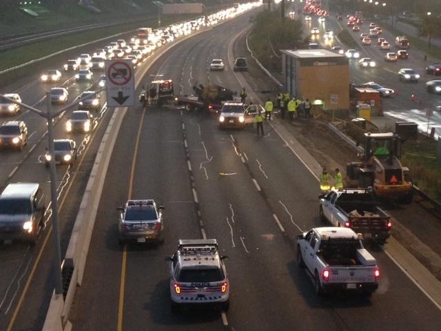 Gardiner Expressway : Woman following single vehicle crash on gardiner