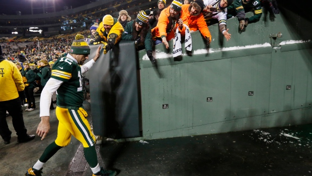McCarthy: Packers' doctor evaluating tests on Rodgers