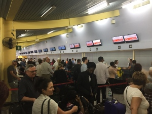 Air Canada passengers are seen lining up at the airport in Montego Bay. (Brian Carr/ CP24)