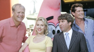 Actors Bill Gagerbakke, left, Scarlet Johansson, centre left, director Stephen Hillenburg, centre right, and actor David Hasselhoff at the premiere of 'The SpongeBob SquarePants Movie' on Nov. 14, 2004. (Chris Weeks / AP)