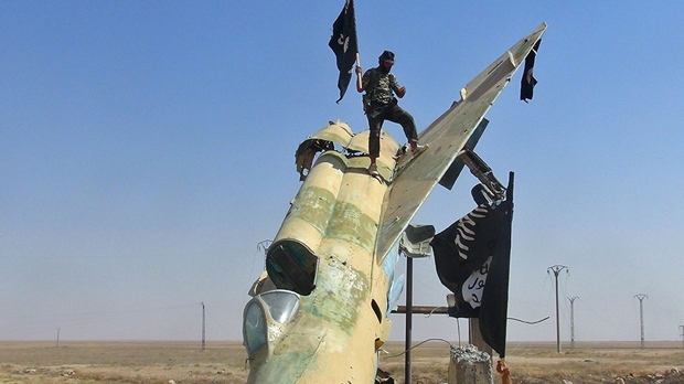 US Coalition Forces Fight Through ISIS Enemy Lines in Syria