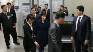 Ousted South Korean President Park Geun-hye, center, leaves after hearing on a prosecutors' request for her arrest for corruption at the Seoul Central District Court in Seoul, South Korea, Thursday, March 30, 2017. (AP Photo/Ahn Young-joon, Pool)