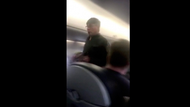 Minnesota senators press United Airlines about passenger dragged from plane