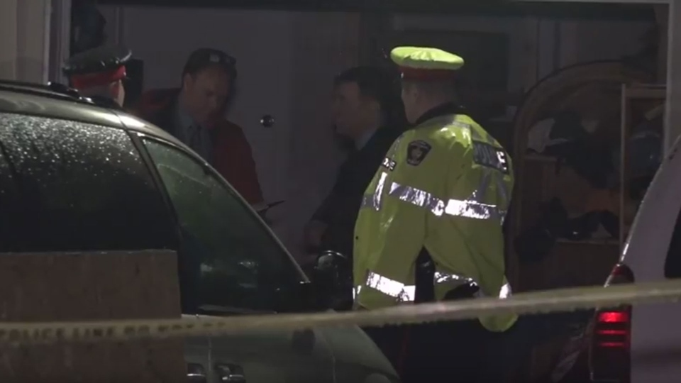 Police respond to a robbery at an address on Broda Drive in Vaughan Sunday April 30, 2017. (John Hanley /CP24)