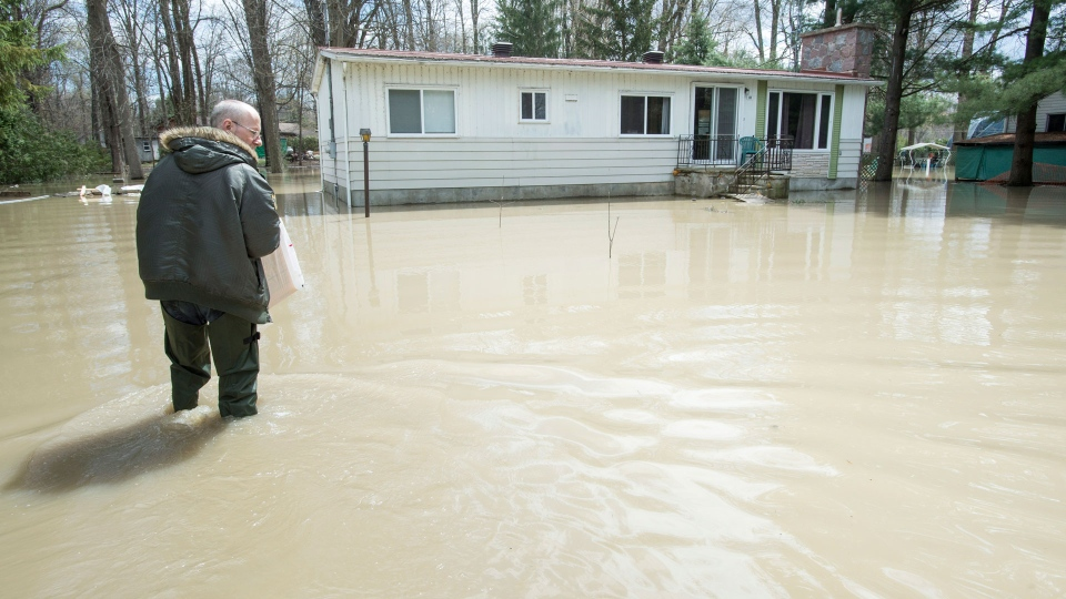 Hundreds of homes threatened as flood waters continue to ...