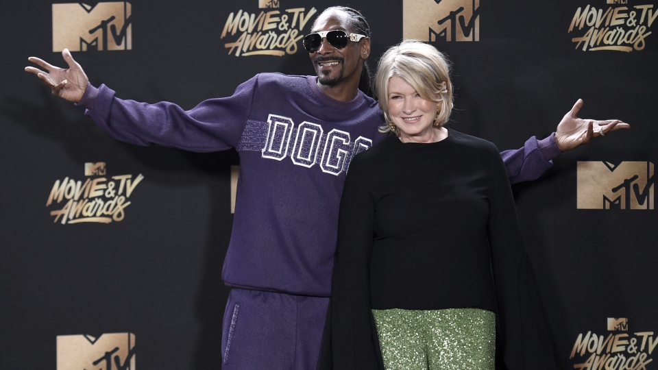 Snoop Dogg, left, and Martha Stewart pose in the press room at the MTV Movie and TV Awards at the Shrine Auditorium on Sunday, May 7, 2017, in Los Angeles. (Photo by Richard Shotwell/Invision/AP)