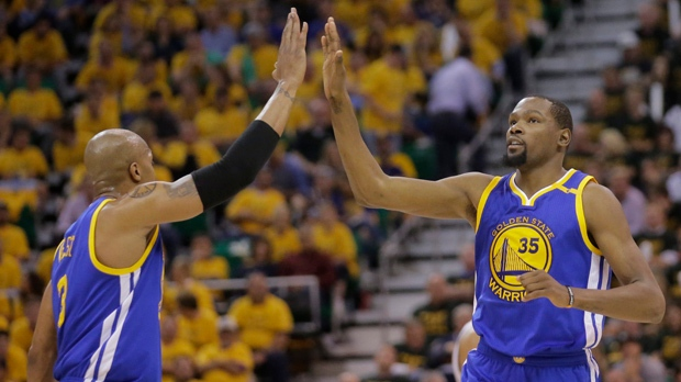 Curry stays hot as Warriors sweep toneless Jazz