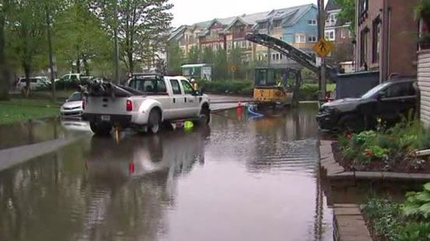 Dvp Closure Gallery: Rain Drenches Toronto But Beach Homes Take Brunt Of