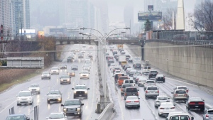 Vehicles make their way into and out of downtown Toronto along the Gardiner Expressway in Toronto on Thursday, November 24, 2016. (Nathan Denette / THE CANADIAN PRESS)