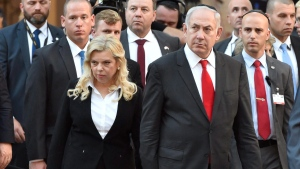 Israeli Prime Minister Benjamin Netanyahu and his wife Sara in the garden of Dohany Street Synagogue in Budapest, Hungary, on July 19, 2017. (Zoltan Mathe / MTI, File)
