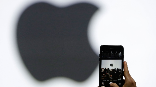 Apple to unveil new iPhones, bigger watches
