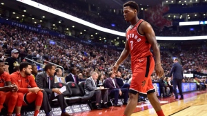 Toronto Raptors guard Kyle Lowry (7) walks off the court after getting ejected following back to back technical fouls during first half NBA basketball action against the Washington Wizards in Toronto on Sunday, Nov. 5, 2017. THE CANADIAN PRESS/Frank Gunn