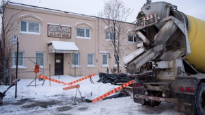 Construction goes on in front of the Ahl-Ill-Bait mosque, Wednesday, December 13, 2017 in Montreal. Members of the mosque have vigorously denied a televised report they asked for female construction workers to be excluded from a site opposite their building. THE CANADIAN PRESS/Paul Chiasson