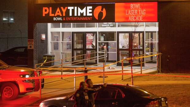 'Targeted' shooting outside Toronto bowling alley leaves 2 dead