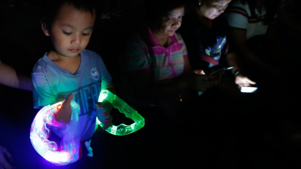Lights go dark for Earth Hour to highlight climate change ...