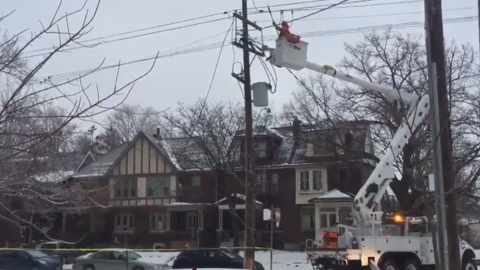 Hydro crews work to repair an outage in the High Park area Sunday April 15, 2018.  (Courtney Heels /CP24)