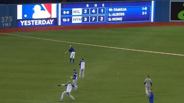 Blue Jays rout Royals in doubleheader opener