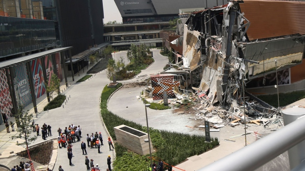 Shopping center collapses in Mexico City (watch video)