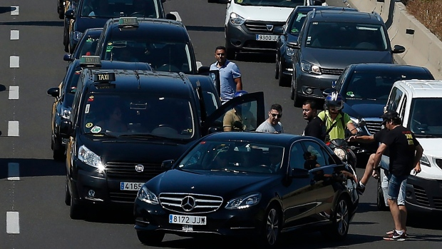 Spain taxi strike against Uber spreads