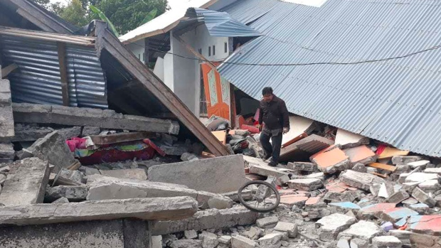 Hundreds Trapped on Indonesian Mountain After Earthquake