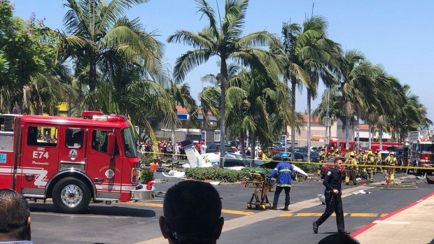 5 killed in CA when plane crashes into parking lot