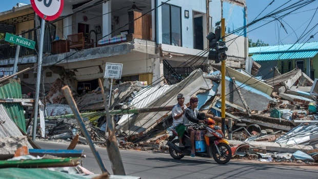Powerful tremor hits Indonesia days after quake kills 350
