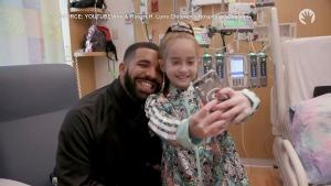 Drake visits girl in Chicago children's hospital