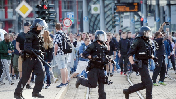German police criticized after violent far-right protest