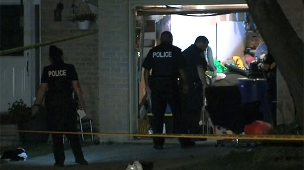Toronto police are seen investigating after a double shooting took place in Scarborough on Sunday morning.