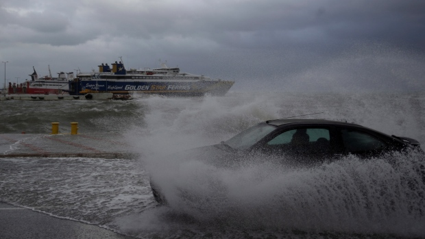 Cyclone warning as gale-force winds batter Greece