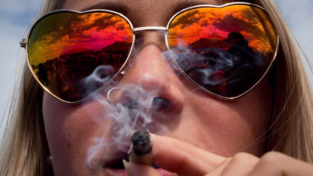 B.C. residents celebrate as recreational cannabis becomes legal in Canada