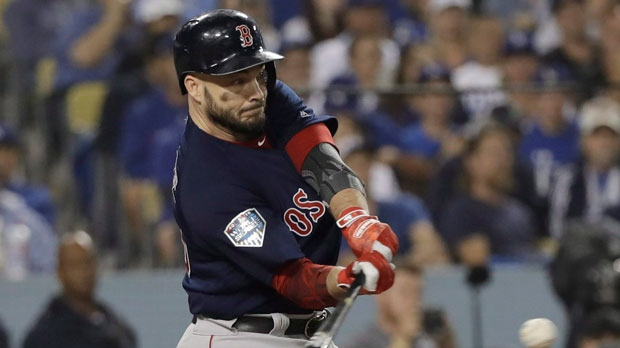 World Series MVP Steve Pearce stays with Red Sox for $6.25M