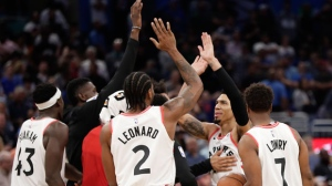 Toronto Raptors' Danny Green, second from right, celebrates his game winning shot against the Orlando Magic with teammates, including Pascal Siakam (43) Kawhi Leonard (2) and Kyle Lowry (7) after an NBA basketball game, Tuesday, Nov. 20, 2018, in Orlando, Fla. (AP Photo/John Raoux)