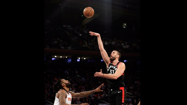 17db43c4429f1e Raptors hand Knicks 16th straight loss 104-99 as Gasol debuts