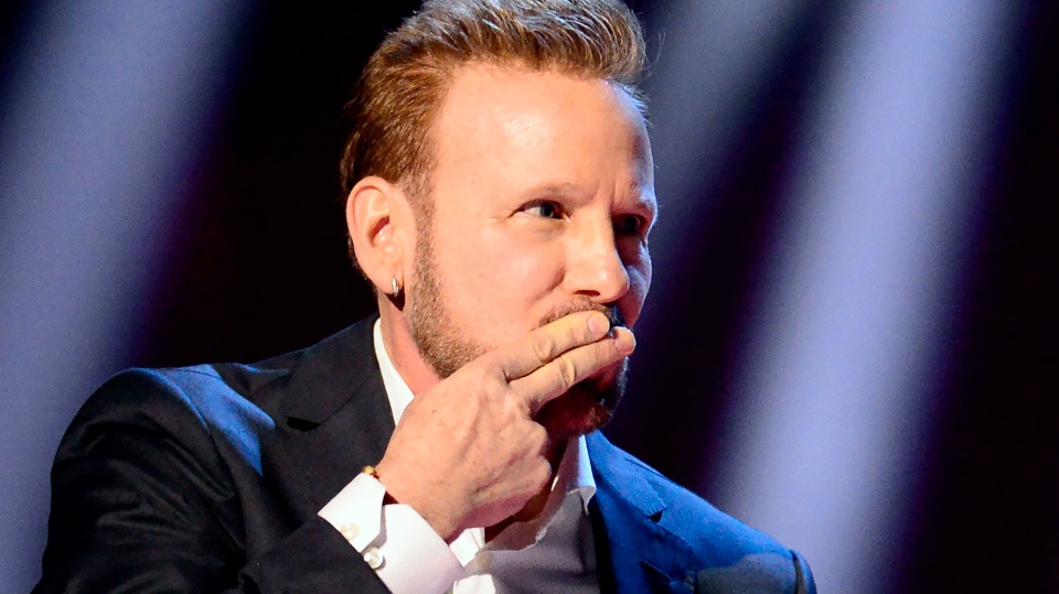 Corey Hart gestures after being inducted into the Canadian Music Hall of Fame at the Juno Awards in London, Ont., Sunday, March 17, 2019. THE CANADIAN PRESS/Frank Gunn