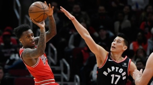 Chicago Bulls' Antonio Blakeney, left, passes the ball against Toronto Raptors' Jeremy Lin, right, during the first half of an NBA basketball game, Saturday, March 30, 2019, in Chicago. (AP Photo/Paul Beaty)