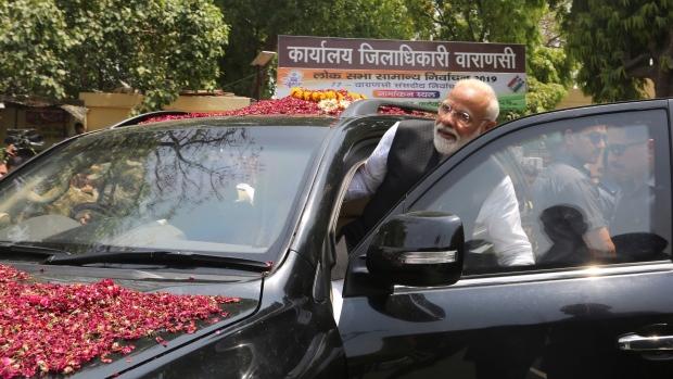 PM Modi protected interests of '15 selected people': Rahul Gandhi
