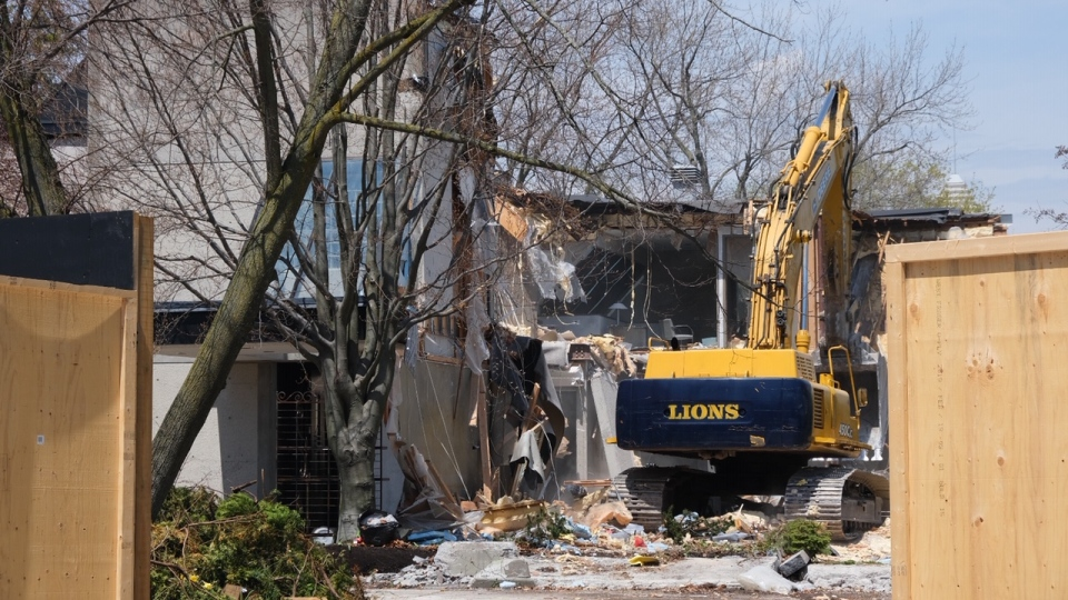 A bulldozer tears down the home of Honey and Barry Sherman at 50 Old Colony Road Monday May 6, 2019. (Peter Muscat)