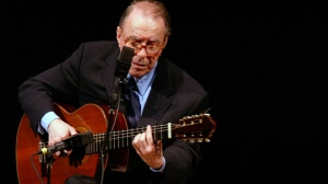 In this June 18, 2004 file photo, Brazilian composer Joao Gilberto performs at Carnegie Hall, in New York. The Brazilian singer and composer, who is considered one of the fathers of the Bossa Nova genre, has died. His death was confirmed by his children on Saturday, July 6, 2019. Gilberto was 88 years old. (AP Photo/Mary Altaffer, File)