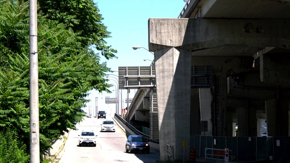 The westbound Yonge-Bay-York off-ramp on the Gardiner Expressway is seen. (CTV News Toronto / Natalie Johnson)