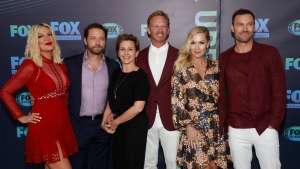 """Tori Spelling, from left, Jason Priestley, Gabrielle Carteris, Ian Ziering, Jennie Garth and Brian Austin Green, from the cast of """"BH90210,"""" attend the FOX 2019 Upfront party at Wollman Rink in Central Park on Monday, May 13, 2019, in New York. THE CANADIAN PRESS/AP, Andy Kropa/Invision"""