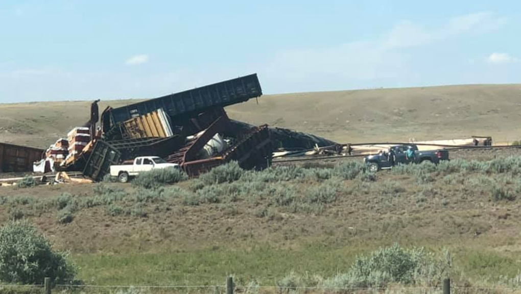 Evacuation of Alberta hamlet after train derailment, possible chemical exposure