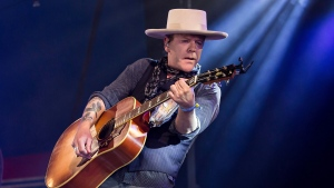 Kiefer Sutherland is promising fans he'll make up some of his tour dates he had to cancel in Denmark and Gothenburg, Sweden due to injury after he slipped on the steps of his tour bus and injured his ribs. (FILE PHOTO/THE CANADIAN PRESS/Grant Pollard/Invision/AP)
