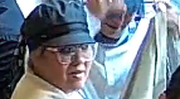 Security camera images released of suspects wanted in Financial District theft investigation