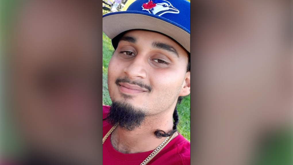 Police to provide update on fatal shooting of man found inside vehicle at Etobicoke plaza