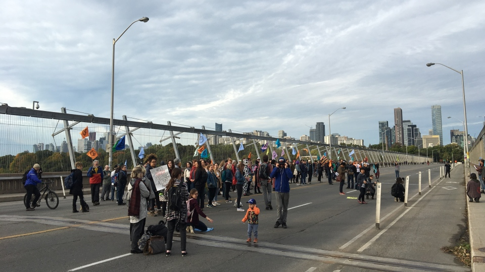 Climate action protesters block the Bloor Viaduct on Monday morning. (Jee-Yun Lee/ CP24)