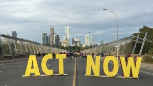 Climate protesters block the Bloor Viaduct on Monday morning. (Jee-Yun Lee/ CP24)
