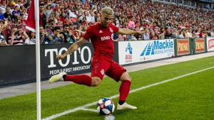 Toronto FC midfielder Alejandro Pozuelo (10) takes a corner kick during first half MLS soccer action against the FC Cincinnati, in Toronto, Saturday, July 27, 2019. THE CANADIAN PRESS/Christopher Katsarov
